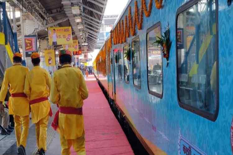 kashi-mahakal express, காஷி - மஹாகல் எக்ஸ்பிரஸ், ஐஆர்சிடிசி, kashi-mahakal irctc, irctc kashi-mahakal express, பூஜைக்காக ஒதுக்கப்பட்ட பெர்த், mahakal express varanasi, Tamil indian express news