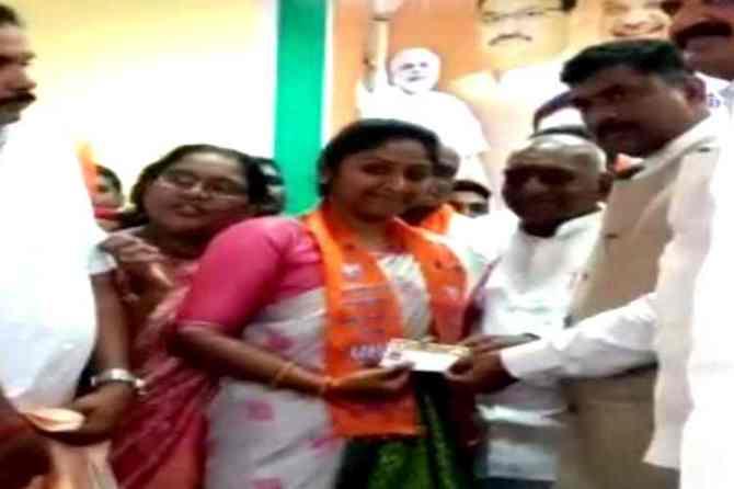 veerappan daughter joins BJP, veerappan daughter vidya rani joins BJP, வீரப்பன் மகள் வித்யா ராணி, பாஜகவில் இணைந்த வீரப்பன் மகள், veerappan daughter vidya rani, sandal mafia veerappan, vidya rani joins bjp