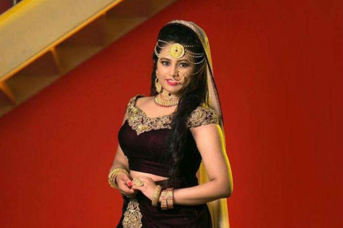 Bharathi Kannamma Venba, Farina Azad