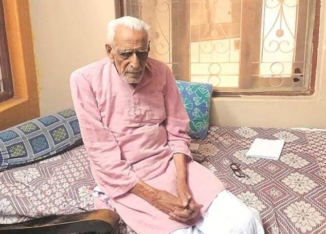 Freedom Fighter H S Doreswamy readies CV