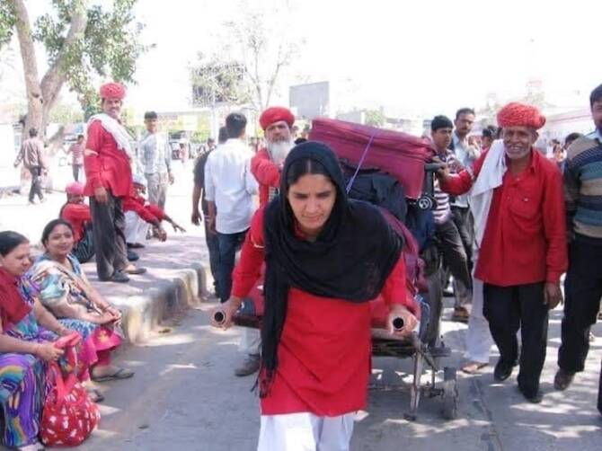 Indian Railway posted women porters