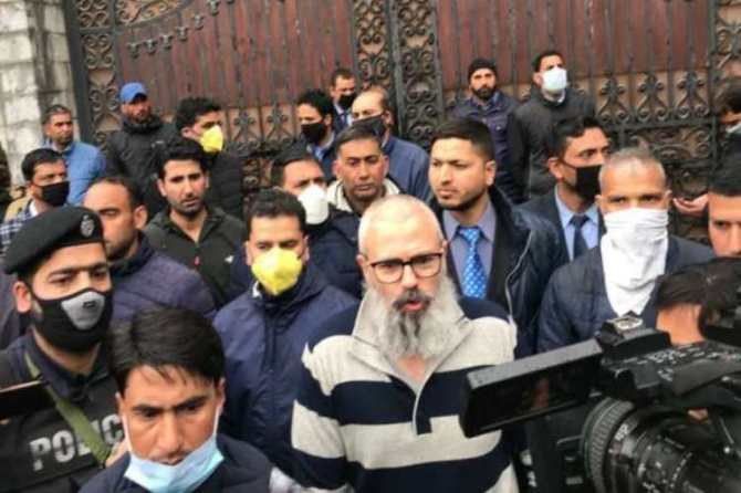 jammu and kashmir, omar abdullah,ஒமர் அப்துல்லா, ஃபரூக் அப்துல்லா, farooq abdullah, srinagar, Omar Abdullah walks out of detention, omar abudullah tweet, Omar Abdullah released from detention