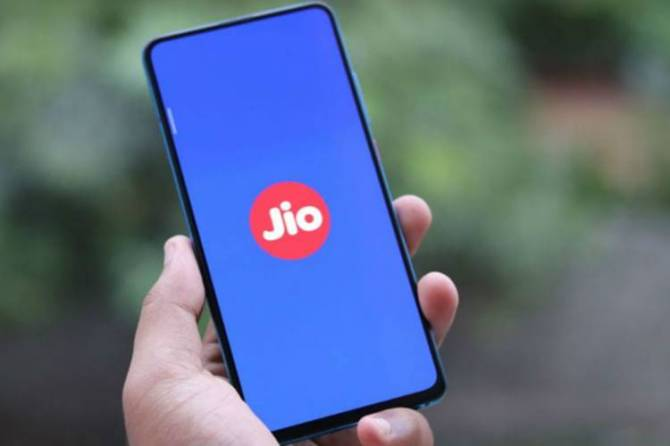 Is Reliance Jio offering free recharge of Rs 498