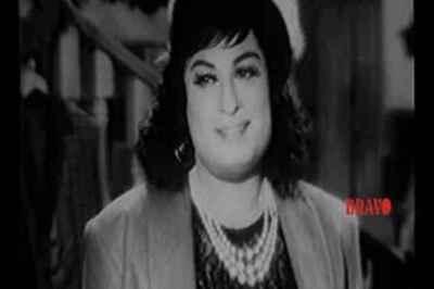 ஹாய் கைய்ஸ் – பெண் வேடத்தில் எம்.ஜி.ஆரை பார்த்திருக்கீங்களா….: வைரலாகும் வீடியோ