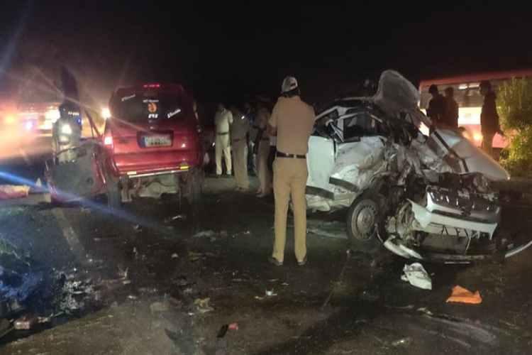 karnataka, tumkur, car, road accident, krishnagiri, tamilars, barricard, dead, injured, police, enquiry,