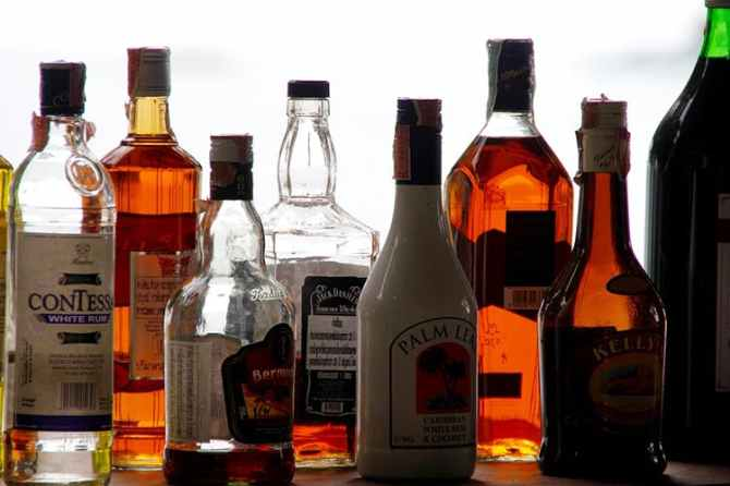 TASMAC, alcohol seized from tamil actress, tamil cinema news,