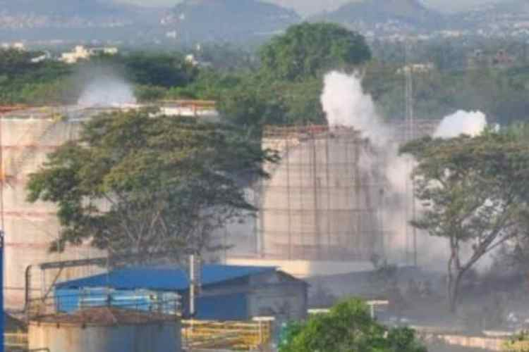 Neyveli, nlc India Limited, neyveli news, neyveli accident, neyveli lignite plant, neyveli lignite corporation, Chennai news, நெய்வேலி, என்.எல்.சி இந்தியா, நெய்வேலி அனல் மின் நிலையம், நெய்வேலி அனல் மின் நிலையத்தில் விபத்து, Chennai latest news, thermal power station, நெய்வேலி அனல் மின் நிலையத்தில் பாய்லர் வெடித்து விபத்து, 8 தொழிலாளர்கள் படுகாயம், tamil nadu, NLC boiler explosion, NLC, Neyveli boiler explosion, Neyveli, boiler explosion in NLC, thermal plant boiler blast, 8 workers injuries, nlc workers injuries in accident