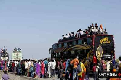priyanka gandhi migrant buses, priyanka gandhi arranged buses to migrant workers, priyanka gandhi arranged 1000 buses to migrant workers, பிரியங்கா காந்தி, காங்கிரஸ் கட்சி, உத்தரப் பிரதேசம், புலம்பெயர்ந்த தொழிலாளர்கள், 1000 பேருந்துகள், uttar pradesh migrants, congress buses migrants, uttar pradesh congress migrants buses, Yogi adityanath UP migrant crisis, Yogi adityanath, migrant crisis India, Priyanka Gandhi, UP Congress buses Priyanka gandhi