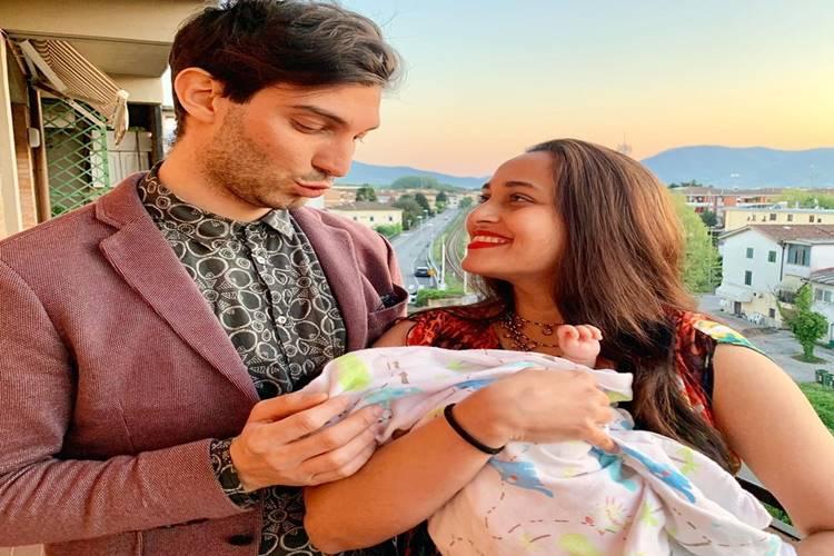 Singer Shweta Pandit blessed with baby girl