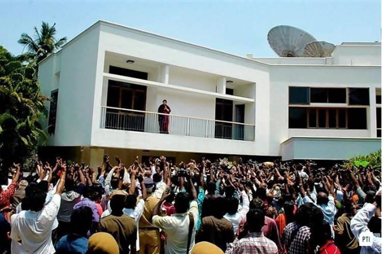 former cm jayalalitha's poes garden house veda nilaiyam to be convert as memorial
