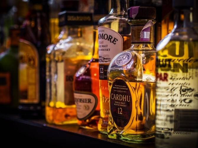 TASMAC reopen 6 members arrested for smuggling liquor from Tamil Nadu to Puducherry