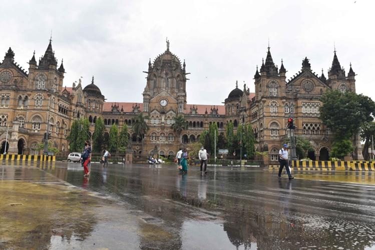 Nisarga Cyclone Nears Maharashtra : landfall would take place tomorrow