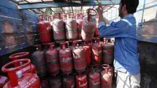 lpg cylinder price hike, lpg, cylinder price hike, lpg cylinder price, lpg cylinder price, lpg gas cylinder, lpg gas cylinder price, எல்பிஜி கேஸ் சிலிண்டர் விலை உயர்வு, lpg gas cylinder price, chennai lpg cylinder price hiked, lpg cylinder price hiked rs 37, மானியம் இல்லா சிலிண்டர் விலை உயர்வு, இந்தியன் ஆயில் கார்ப்பரேஷன், lpg gas cylinder price in india, lpg gas cylinder price today, lpg cylinder rate, lpg cylinder rate in india, lpg non subsidy price today, lpg non subsidy price, lpg non subsidy rate