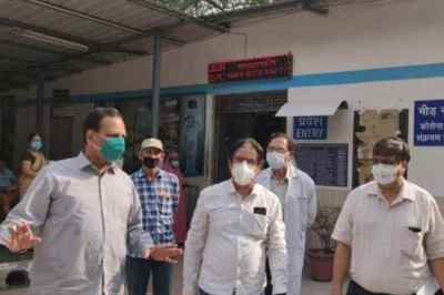 satyendar jain hospitalised, delhi health minister satyendar jain high fever sudden oxygen level drop, satyendar jain coronavirus, டெல்லி சுகாதார அமைச்சர் சத்யேந்தர் ஜெயின், சத்யேந்தர் ஜெயின் மருத்துவமனையில் அனுமதி, delhi news, delhi health minister, covid-19 tested, coronavirus, delhi health minister hospital, tamil indian express