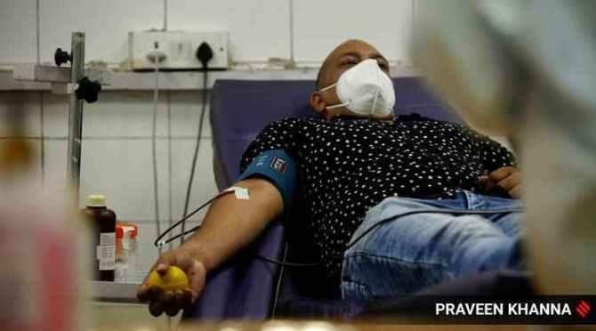 Karnataka govt announces incentives for Covid-19 plasma donors, coronavirus plasma therapy for coronavirus patients, covid-19 recovered patients, கொரோனாவில் இருந்து குணமடைந்தவர்கள் பிளாஸ்மா தானம் செய்தால் ஊக்கத்தொகை, கர்நாடகா அரசு அறிவிப்பு, கொரோனா வைரஸ், பிளாஸ்மா சிகிச்சை, covid-19 recovered pasma donors, Karnataka announces incentives for Covid-19 plasma donors