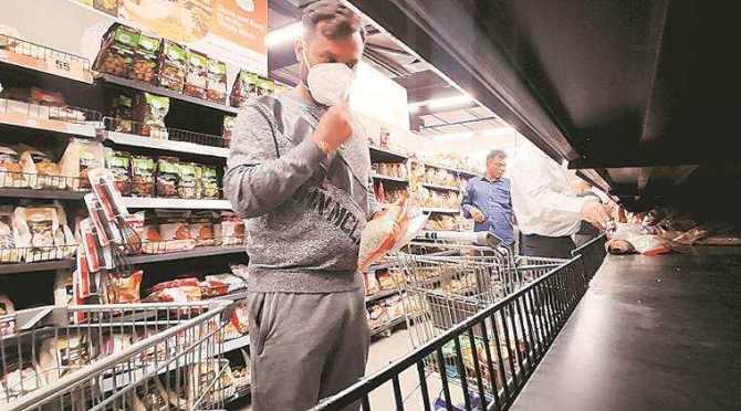 Coronavirus, Coronavirus impact, Coronavirus impact on retail sector, Coronavirus lockdown, கொரோனா வைரஸ், பொதுமுடக்கம், பொதுமுடக்கத்தில் விற்பனையான பொருட்கள் எவை, பொதுமுடக்கத்தில் விற்பனையாகாத பொருட்கள் எவை, what people purchased during lockdown, bread, cheese, coffee, jams, Coronavirus sanitisers, Coronavirus handwashes, Tamil Indian express