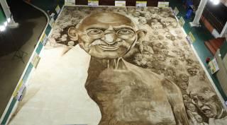 74-வது சுதந்திர தினத்தில் 74 காந்தி உருவங்கள்… காஃபி ஓவியத்தில் அசத்திய சென்னை ஆசிரியர்