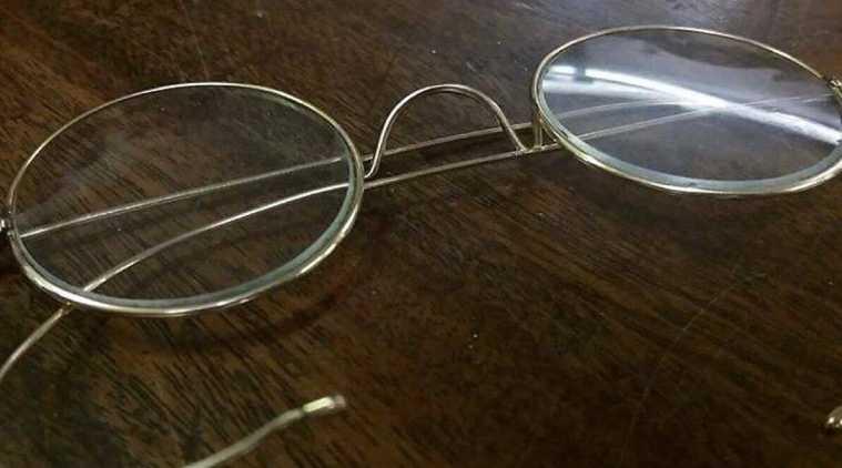 mahatma gandhi glasses, gandhi spectacles, மகாத்மா காந்தி, காந்தி கண்ணாடி 2.5 கோடி ரூபாய்க்கு ஏலம், இங்கிலாந்து, gandhi glasses auction, gandhi spectacles auction, gandhi round glasses