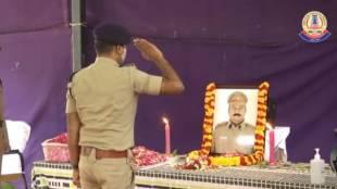 inspector Jonathan Francis dies of covid-19, chennai comondo inspector dies of coronavirus, கமாண்டோ இன்ஸ்பெக்டர் ஜோனாதன் பிரான்ஸிஸ் கொரோனா பாதிப்பால் மரணம், dgp jk tripathy paty tributes to jonathan francis body, commissioner mahesh kumar agarwal cops pay tibutes, கமாண்டோ இன்ஸ்பெக்டர் ஜோனாதன் பிரான்ஸிஸ், டிஜிபி திரிபாதி அஞ்சலி, கமிஷனர் மகேஷ்குமார் அகர்வால், comondo inspector jonathan francis