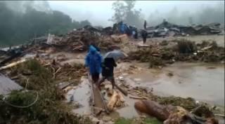கேரளாவில் கனமழை ; அதிகாலையில் ஏற்பட்ட நிலச்சரிவு… மூணாறில் 5 பேர்பலி