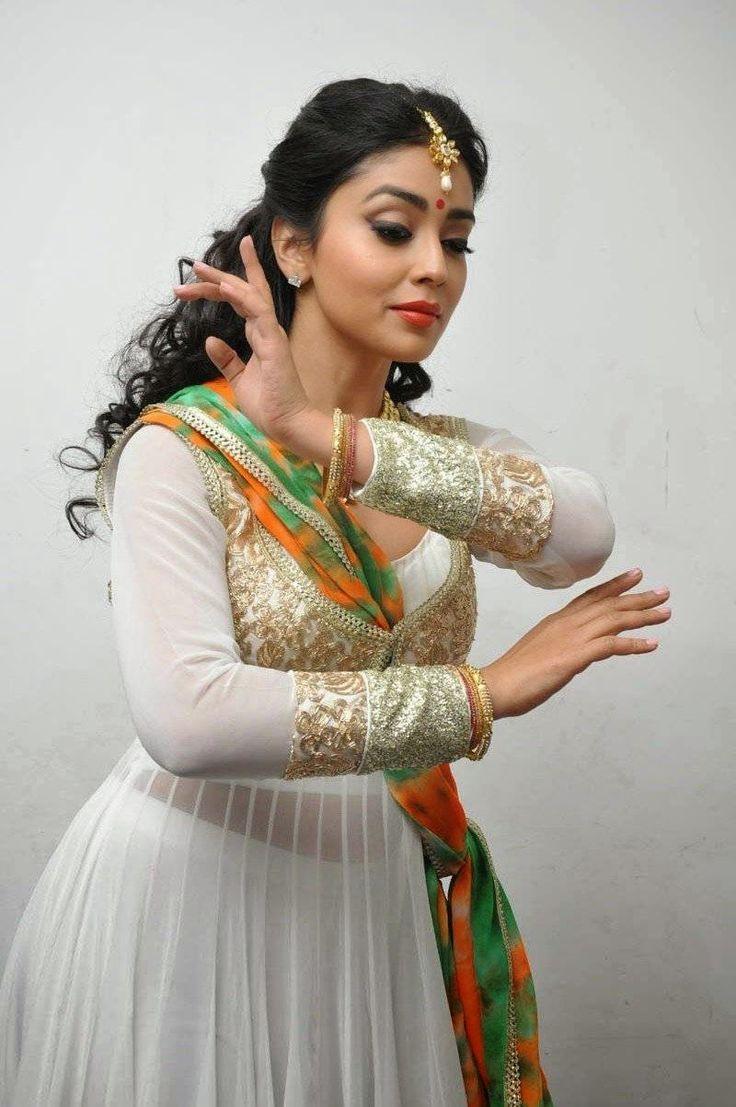 Tamil Actress who are classical dancers shriya saran