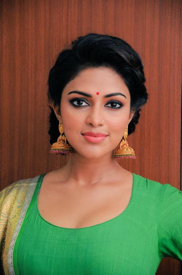 Tamil Actress with Nose Pin - amala paul