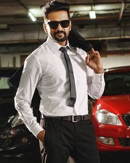 5. tamil actors who got success without cinema background - Santhanam