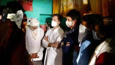 Rahul Priyanka meet hathras family tamil news