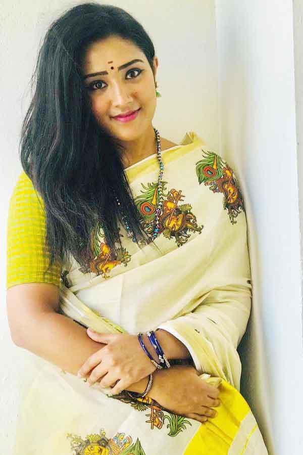 Senthoora Poove Serial Sreenithi