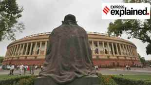 Mahatma Gandhi statue parliament, Gandhi statue Parliament, மகாத்மா காந்தி சிலை, நாடாளுமன்றத்தில் காந்தி சிலை, Parliament building construction, Mahatma Gandhi statue parliament building, tamil indian express explained