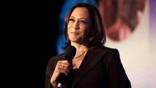 Kamala Harris, Kamala Harris video with grand niece, கமலா ஹாரிஸ், கமலா ஹாரிஸ் சிறுமி வீடியோ, வைரல் வீடியோ, Kamala Harris viral video, Kamala Harris in US Presidential elections 2020, tamil indian express news