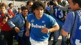 football player diego maradona passes away, கால்பந்து வீரர் மாரடோனா மரணம், maradona died, மாரடோனா மரணம், மாரடோனா மாரடைப்பால் மரணம், diego maradona died, diego maradona cariac arrest, maradona died, argentina, argentina football world cup winner maradona