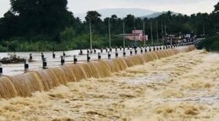 palar river, palar river flows in vellore, palar river flows in katpadi, பாலாற்றில் தண்ணீர், பாலாற்றில் வெள்ளம், வேலூர், காட்பாடி, காஞ்சிபுரம், palar river flows in kanchipuram, palar river flows after three years