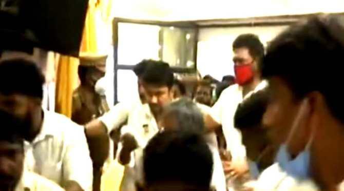 udhayanidhi arrested, udhayanidhi arrest in thirukkuvalai, உதயநிதி கைது, திருக்குவளையில் உதயநிதி கைது, vidiyalai nokki, stalin voice, nagapatnam, dmk, திமுக, விடியலை நோக்கி, ஸ்டாலினின் குரல், dmk election campaign