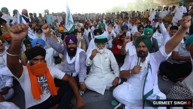 Govt invites farm leaders for more talks, at a date of their choosing