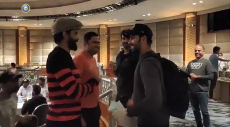 Rohit Sharma joins Team India in Melbourne -- அட... ஹிட் மேனுக்கு என்ன வரவேற்பு? இந்திய அணியுடன் ரோகித் சர்மா இணைந்த வீடியோ