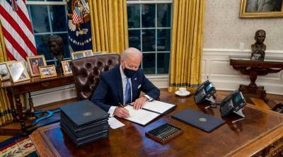 Joe Biden signs 17 orders to undo Donald Trump Legacy Biden Day 1 Tamil News