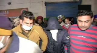 plot to incite violence at Delhi Singhu border farmer protest a youth Caught - விவசாயிகளுக்கு மத்தியில் புகுந்து துப்பாக்கிச்சூடு நடத்த திட்டம்: பிடிபட்ட இளைஞர் அதிர்ச்சி வாக்குமூலம்