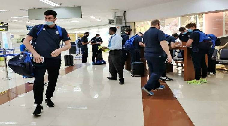 England team arrives Chennai airport for 1st India - England test -சினிமாவுக்கு 'எஸ்'... கிரிக்கெட்டுக்கு 'நோ': பூட்டிய ஸ்டேடியத்தில் சென்னை டெஸ்ட்.