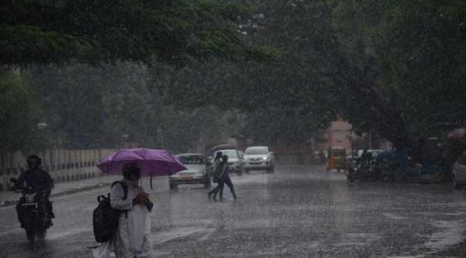 tamil nadu weather, tamil nadu weather report, வானிலை, கனமழை பெய்ய வாய்ப்பு, ஜனவரி 14 வரை கனமழை, தமிழ்நாடு, வானிலை அறிவிப்பு, வெதர்மேன், பிரதீப் ஜான், tamilnadu weatherman pradeep john report, heavy rain expected, cuddlore to kanyakumar heavy rain expected