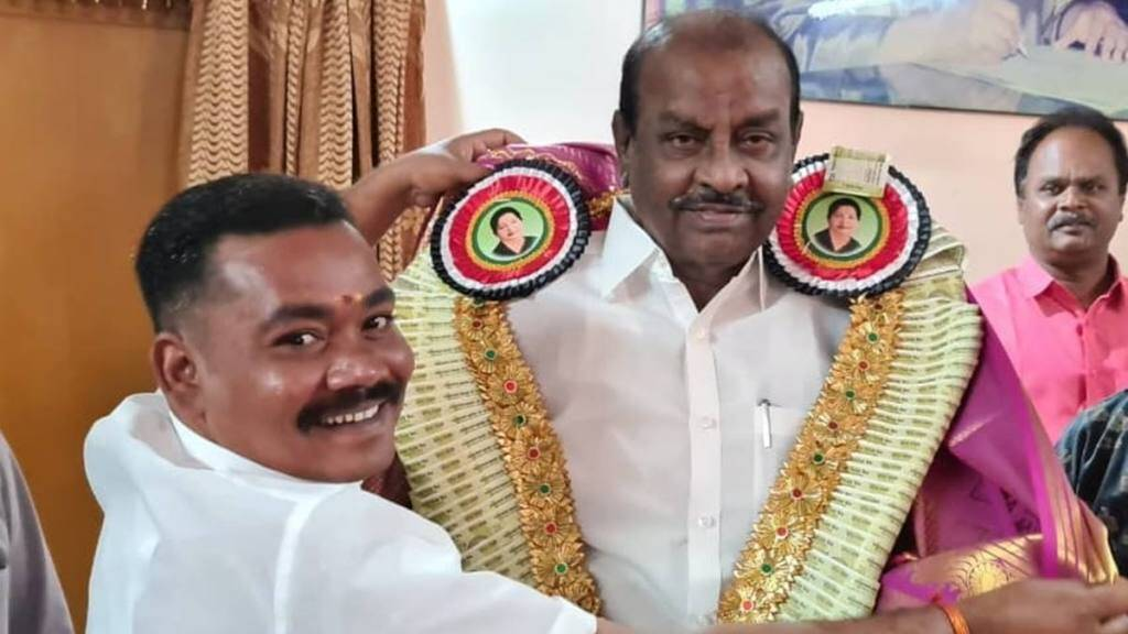 Tamil Nadu Elections 2021 : AIADMK candidate Natham R Viswanathan distributes money to the voters