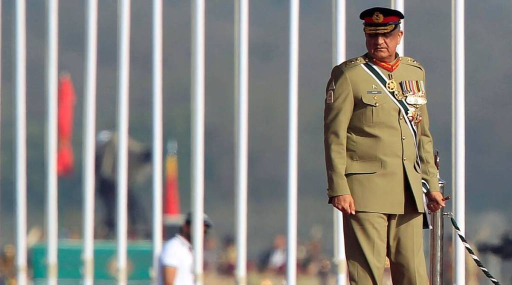 Pakistan Army chief reaches out to India says time to bury past move forward