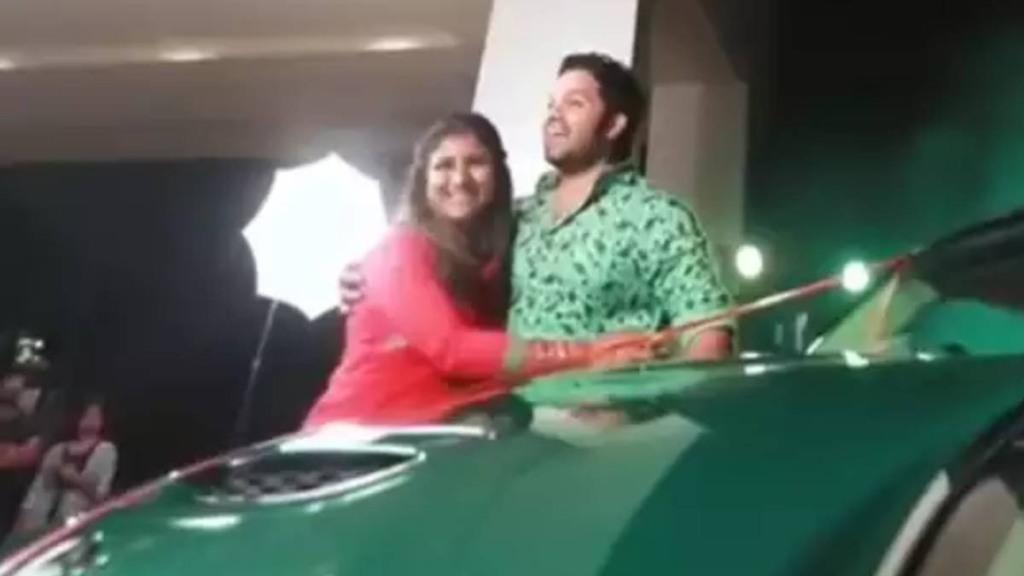 vijay tv raja rani serial actress alya manasa husband sanjeev gives car gift for their daughter birthday