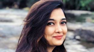 actress soundarya exposes college lecturer, singer soundarya, ஆபாச மெசேஜ் அனுப்பிய பேராசிரியர், பொதுவில் அம்பலப்படுத்திய நடிகை சௌந்தர்யா, tamil news