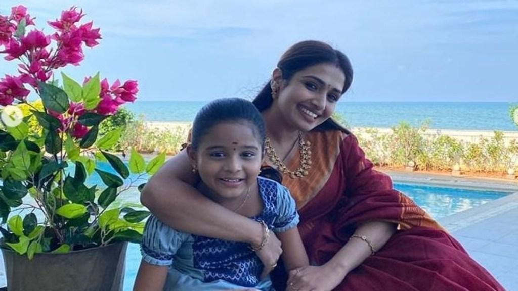 Abhiyum Naanum Actress Vidya Vinu Mohan Lifestyle Tamil News