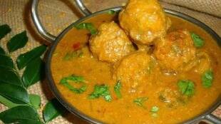 Kulambu recipes in Tamil: Paruppu Urundai Kuzhambu making in tamil