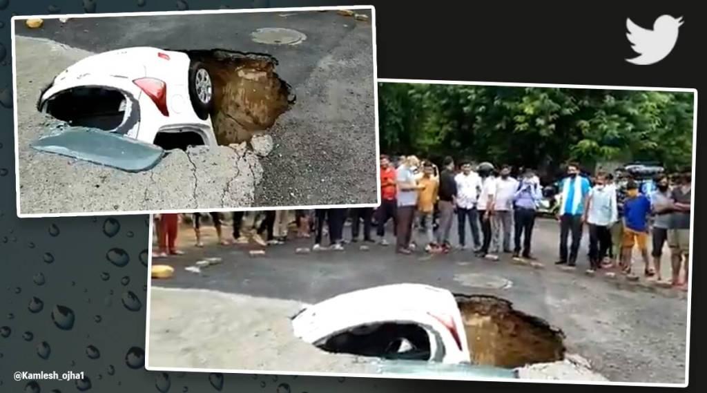 Sinkhole Delhi, Traffic police car, Dwaraka sector 18,