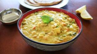 veg kurma recipe in tamil: Delicious Hotel Style Veg Kurma Recipe in tamil