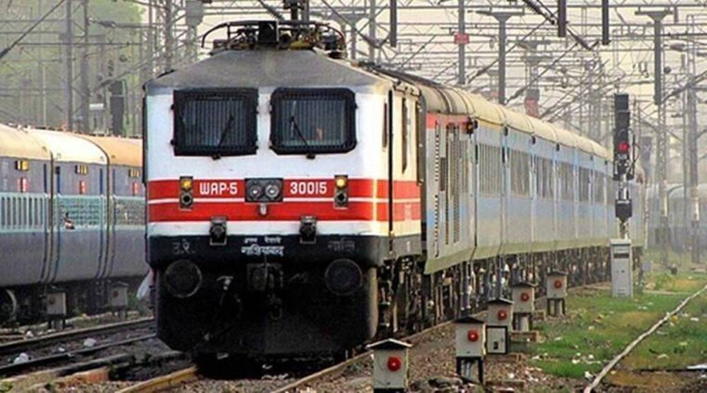 two youths from west bengal arrested, two youths from west bengal held in erode for impersonating as loco pilots, இரண்டு இளைஞர்கள் கைது, லோகோ பைலட்டாக ஆள்மாறாட்டம், மேற்கு வங்கத்தைச் சேர்ந்த 2 பேர் கைது, erode, tamil nadu news, railway news, rpf