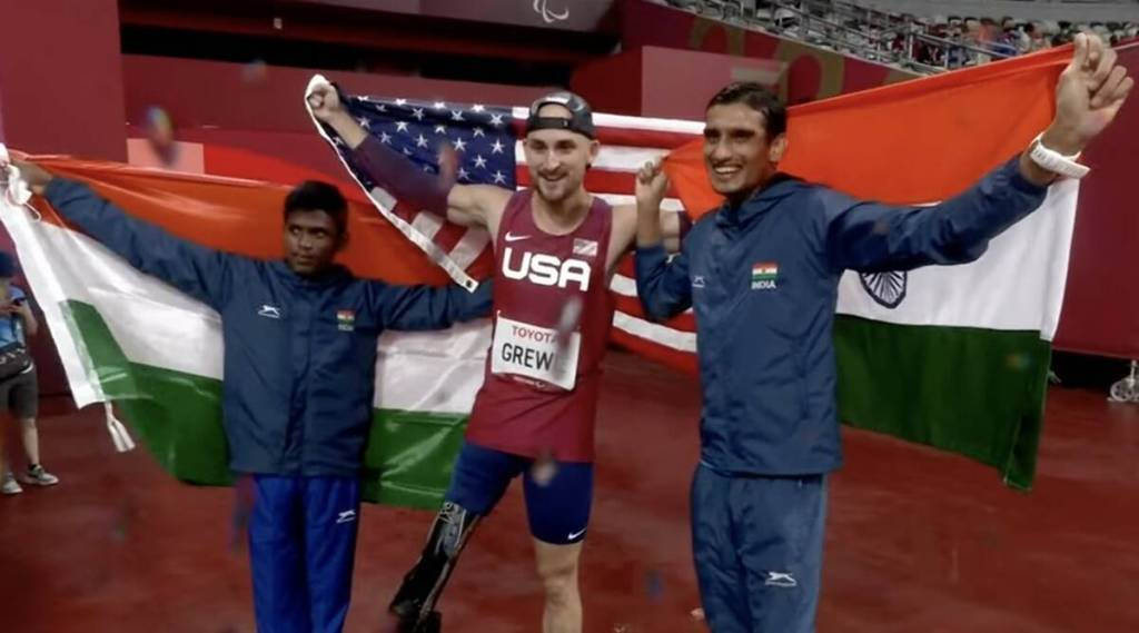 Mariyappan Thangavelu wins Silver medal, Tokyo Paralympics, Mariyappan wins silver, tamil nadu athlets Mariyappan wins silver, டோக்கியோ பாராலிம்பிக், வெள்ளிப் பதக்கம் வென்றார் தமிழக வீரர் மாரியப்பன், மாரியப்பன் தங்கவேலு, வெள்ளிப் பதக்கம், ஷரத் குமார் வெண்கலம் வென்றார், Mariyappan wins silver medal, sharad kumar wins bronze